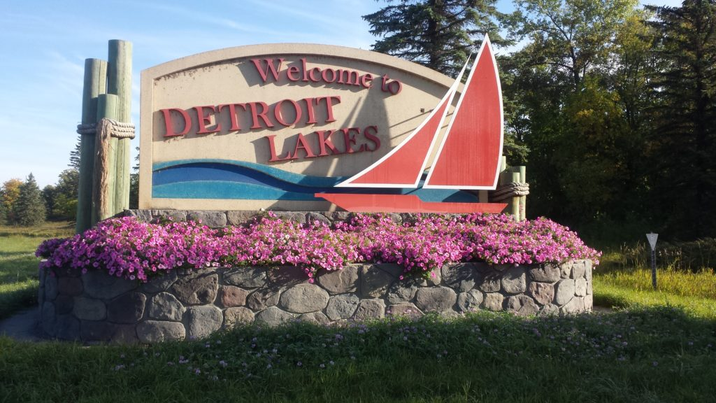 Welcome to Detroit Lakes sign
